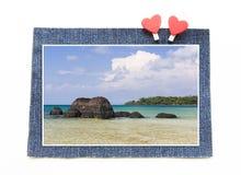 Roche étrange chez Koh Kham Beach sur le concept de blues-jean Image stock