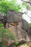 Roche antique artistique de pierre Images stock