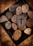 Roche avec la croix images libres de droits