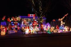 Roche blanche, Canada - vers 2018, illuminations de Noël sur une maison photo libre de droits
