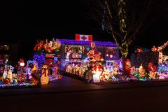 Roche blanche, Canada - vers 2018, illuminations de Noël sur une maison photo stock