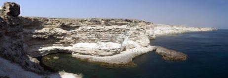 Roche blanche sur le bord de la mer Photo libre de droits