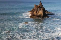 Roche dangereuse d'océan Photographie stock libre de droits