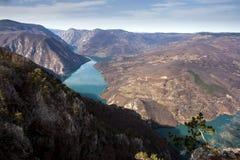 Roche de Banjska de point de vue à la montagne Tara regardant vers le bas au canyon de la rivière de Drina, Serbie occidentale Photos libres de droits