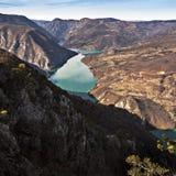 Roche de Banjska de point de vue à la montagne Tara regardant vers le bas au canyon de la rivière de Drina, Serbie occidentale Photographie stock