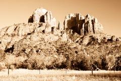 Roche de cathédrale près de Sedona, Arizona dans la sépia Images stock