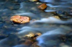 Roche de flot de fleuve Images libres de droits