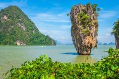 Roche de Ko Tapu sur James Bond Island, baie de Phang Nga en Thaïlande Photographie stock libre de droits