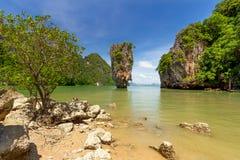 Roche de Ko Tapu sur l'île de James Bond Photos libres de droits