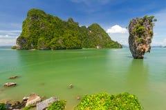 Roche de Ko Tapu sur la baie de Phang Nga Images libres de droits