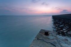 Roche de la mer avant terminal de paysage Photo stock