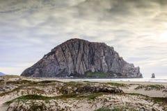 Roche de Morro avec Sandy Dunes de plage de crique de Morro Image stock