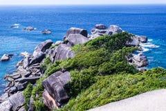 Roche de navigation, mer claire et ciel bleu sur l'île de Koh Similan, mer d'Andaman, Thaïlande Photos stock