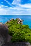 Roche de navigation, mer claire et ciel bleu sur l'île de Koh Similan, les îles de Similan de groupe, mer d'Andaman, Thaïlande image stock