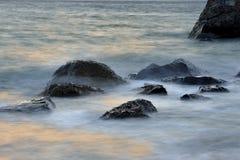 Roche de plage Photos libres de droits
