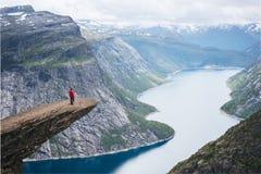 Roche de Trolltunga en Norvège photos libres de droits