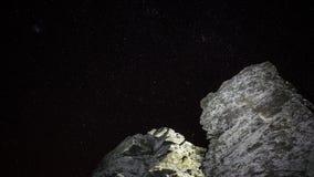 Roche devant le ciel nocturne Photos stock