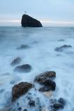 Roche en mer Photographie stock libre de droits