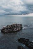 Roche en mer Photos libres de droits