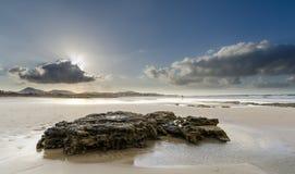 Roche en plage de Famara Image libre de droits
