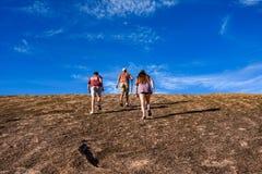 Roche enchantée par trekking photos stock