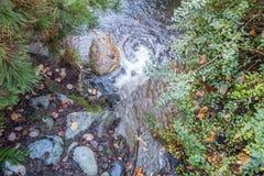 Roche et cascade 2 photos libres de droits