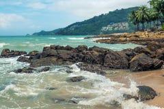 Roche et Chambre à la plage Images libres de droits