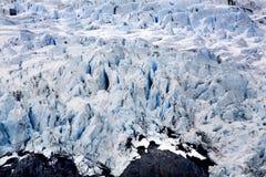 Roche et crevasses glaciales bleues Alaska de glacier de Portage photo stock