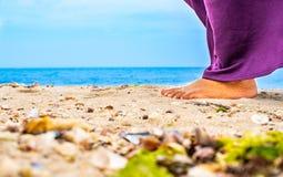 Roche et sable latéraux de plage image stock