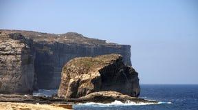 Roche fongueuse, île de Gozo, Malte Photographie stock libre de droits