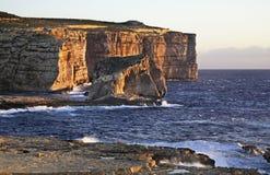 Roche fongueuse sur l'île de Gozo Baie de Dwejra malte images libres de droits