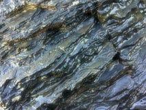 Roche humide, formations en pierre photo stock