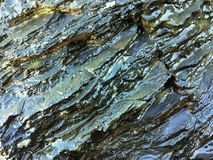 Roche humide, formations en pierre photos libres de droits