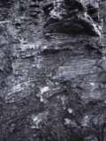 Roche humide, formations en pierre comme fond photos libres de droits