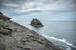 Roche isolée sur la côte des Cornouailles Royaume-Uni photo libre de droits