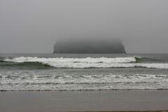 roche mystique d'océan Photographie stock libre de droits