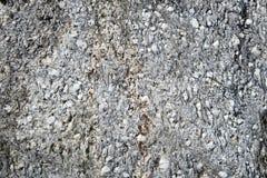 Roche naturelle de travertin dans les alpes européennes plein dos de nature de cadre photos stock
