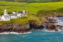 Roche punktu latarnia morska, zbocze widoku korek Irlandia zdjęcie royalty free