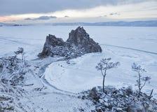 Roche Shamanka Cap Burhan, le lac Baïkal, paysage d'hiver Photographie stock libre de droits