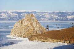 Roche Shamanka Cap Burhan Le lac Baïkal, paysage d'hiver Image stock