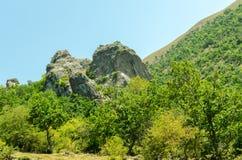 Roche sur la montagne Photos libres de droits