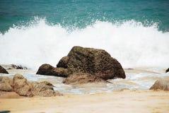 Roche sur la plage Image libre de droits