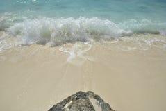 Roche sur la plage Photos libres de droits