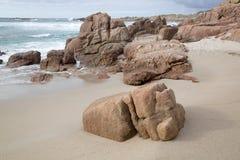 Roche sur la plage de point de Forcados ; Costa de la Muerte ; La Galicie Images stock