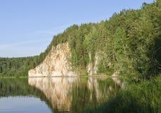 Roche sur le fleuve Image libre de droits