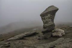 Roche sur les montagnes de Charpatian Photographie stock libre de droits