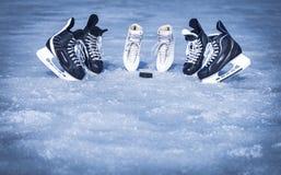 Rochen für Wintersport im Freien auf dem Eis Lizenzfreie Stockfotos