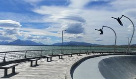 Rochen-Park mit Fliegenskulpturen in Hafen Puerto Natales nahe Nationalpark Torres Del Paine, Patagonia Chile Stockbild