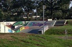 Rochenpark mit einem Zeichen vor ihm lizenzfreies stockfoto