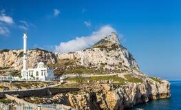 Rocher de Gibraltar et mosquée vus du point d'Europa photos stock